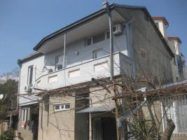 3-storey house for rent